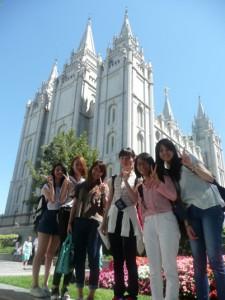 8月13日(木)市内見学でモルモン教の 総本山、Temple Squareにて。