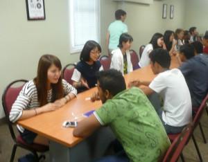 現地7日目(8月17日) Speed Dating Activity サウジアラビアからの学生と合コン(?) 3分で座席が次々と変わる。自己紹介等自由に英語でしゃべる練習。