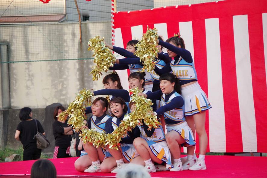 舞台には京都女子大学チアリーディング「GALAXIE」の皆さんも出演。